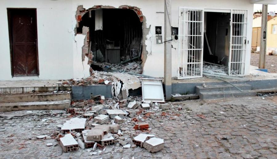 Bandidos explodem terminal do Bradesco em cidade do Piauí; confira