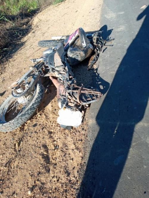 Jovem morre após colidir com carreta na BR 135, Sul do Piauí