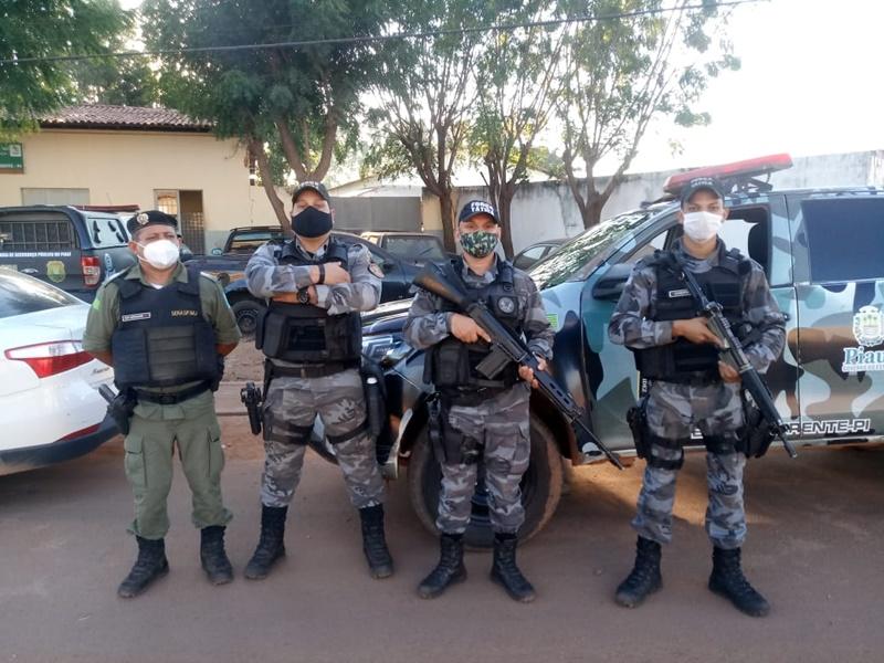 Acusado de homicídio em Curimatá é preso em barreira montada pela PM em Corrente