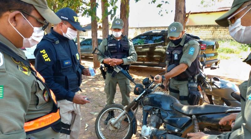Corrente-PI   PRF e Polícia Militar identifica motocicleta que havia sido tomada de assalto na Bahia