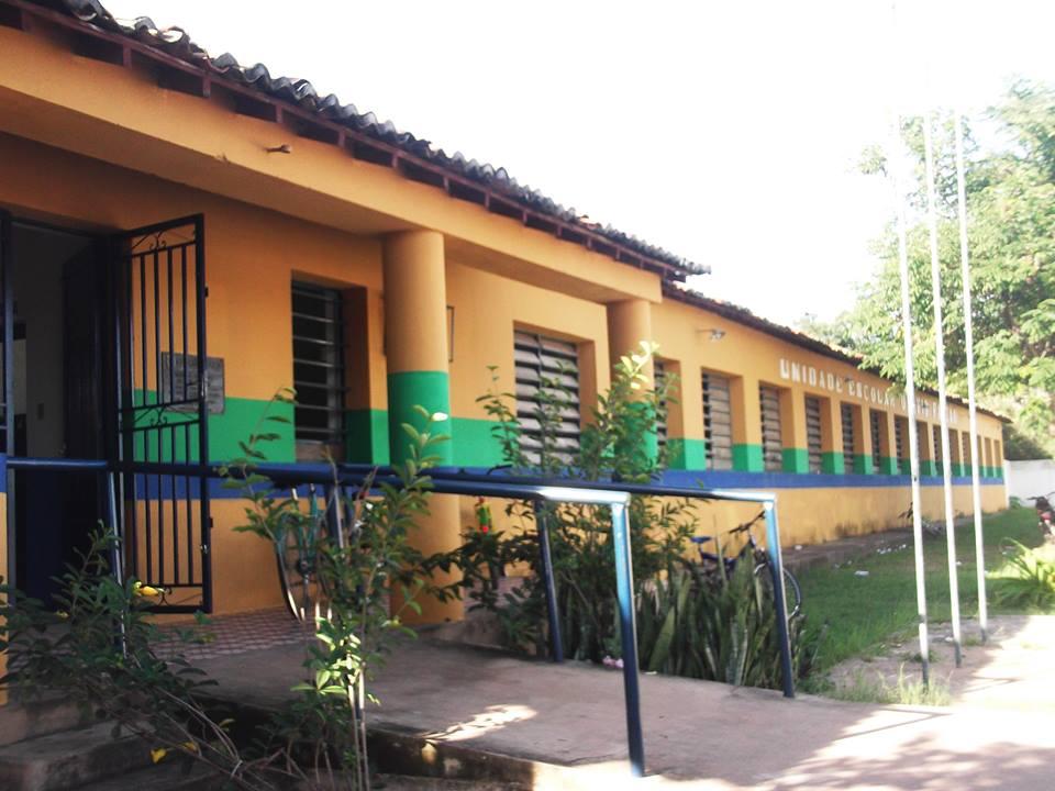 Mais de 20 alunas tem surto coletivo em escola no Piauí