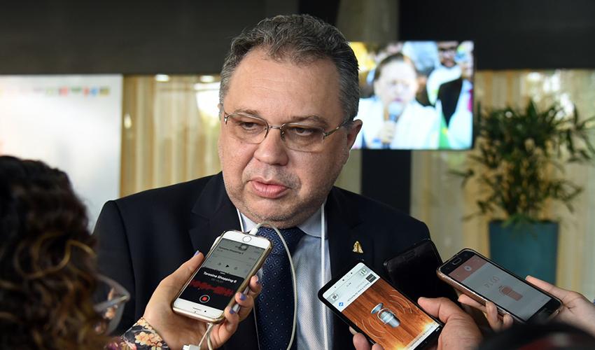 O secretário de saúde informou sobre recursos para as unidades - Foto: Jailson Soares