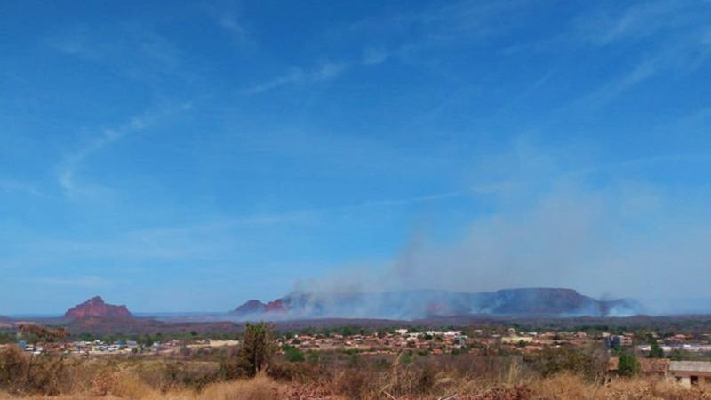 Incêndio se alastra próximo à Serra Dois Irmãos, Corrente-PI