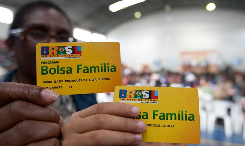 Governo vai cobrar devolução de R$ 5,8 milhões do Bolsa Família