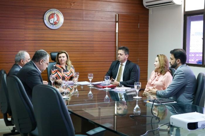 Representantes do MPPI e Governo do Estado se reúnem para discutir a realização de concurso público para a saúde